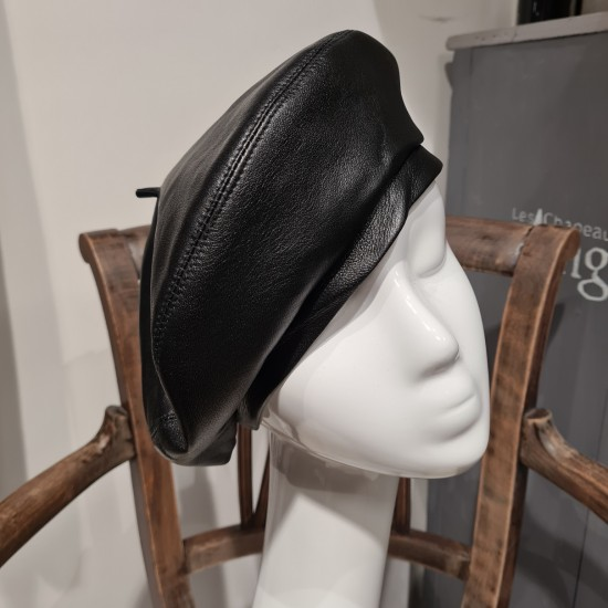 Leather béret by Ill...