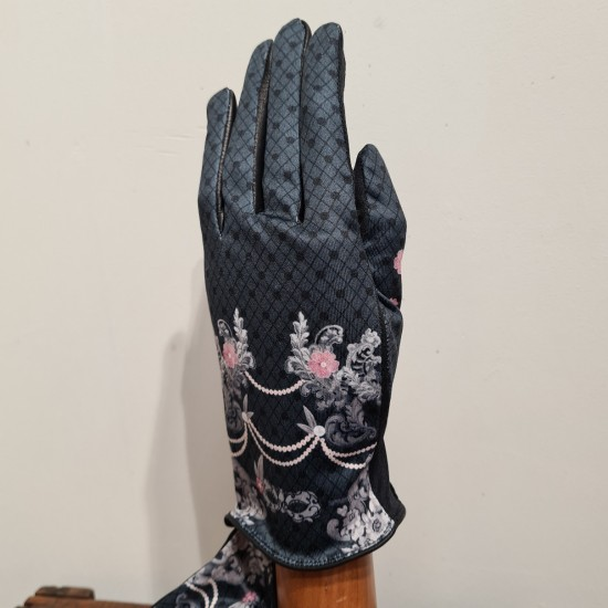 """Amore"" Gloves by Brokante"